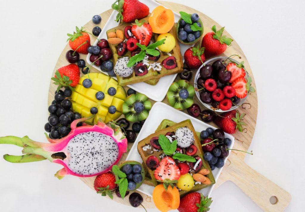 mengonsumsi makanan untuk meningkatkan imun tubuh